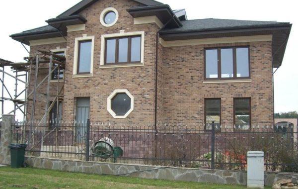 oblicovka-fasada-decorativnim-kamnem